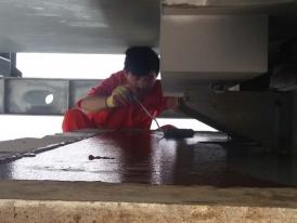 支座钢板刷漆防腐处理