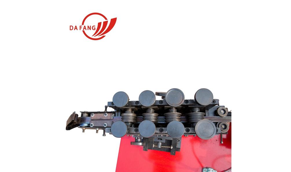 波纹管制管机